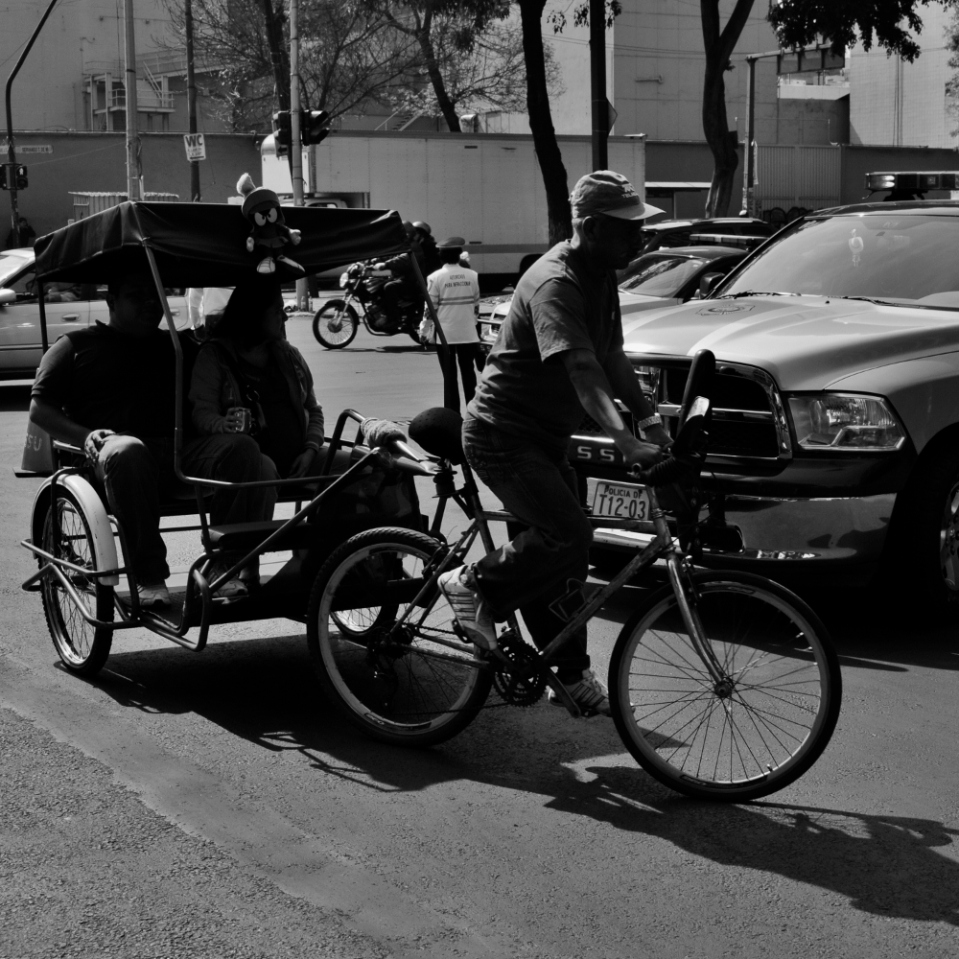 The central part of Mexico City has no hills whatsoever, making it possible for bicycle rickshaws to shuttle people back and forth over moderate distances.