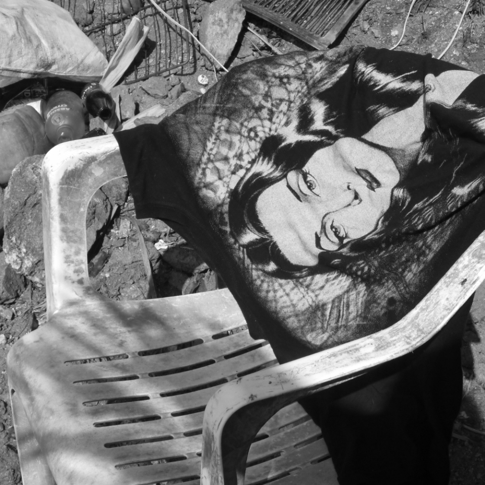 Not quite sure who the lady on this t-shirt slung over a plastic chair somewhere in southern Oaxaca state is, but i suspect it might be Morticia from the Addams Family...