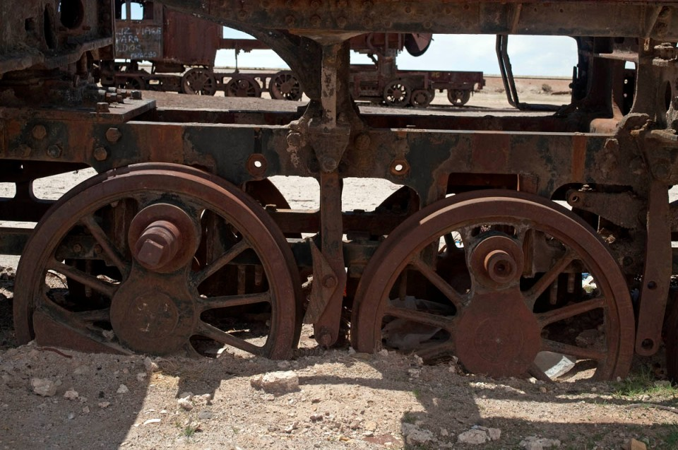 DSC_2289_bol_uyuni_train_wheels_1200px