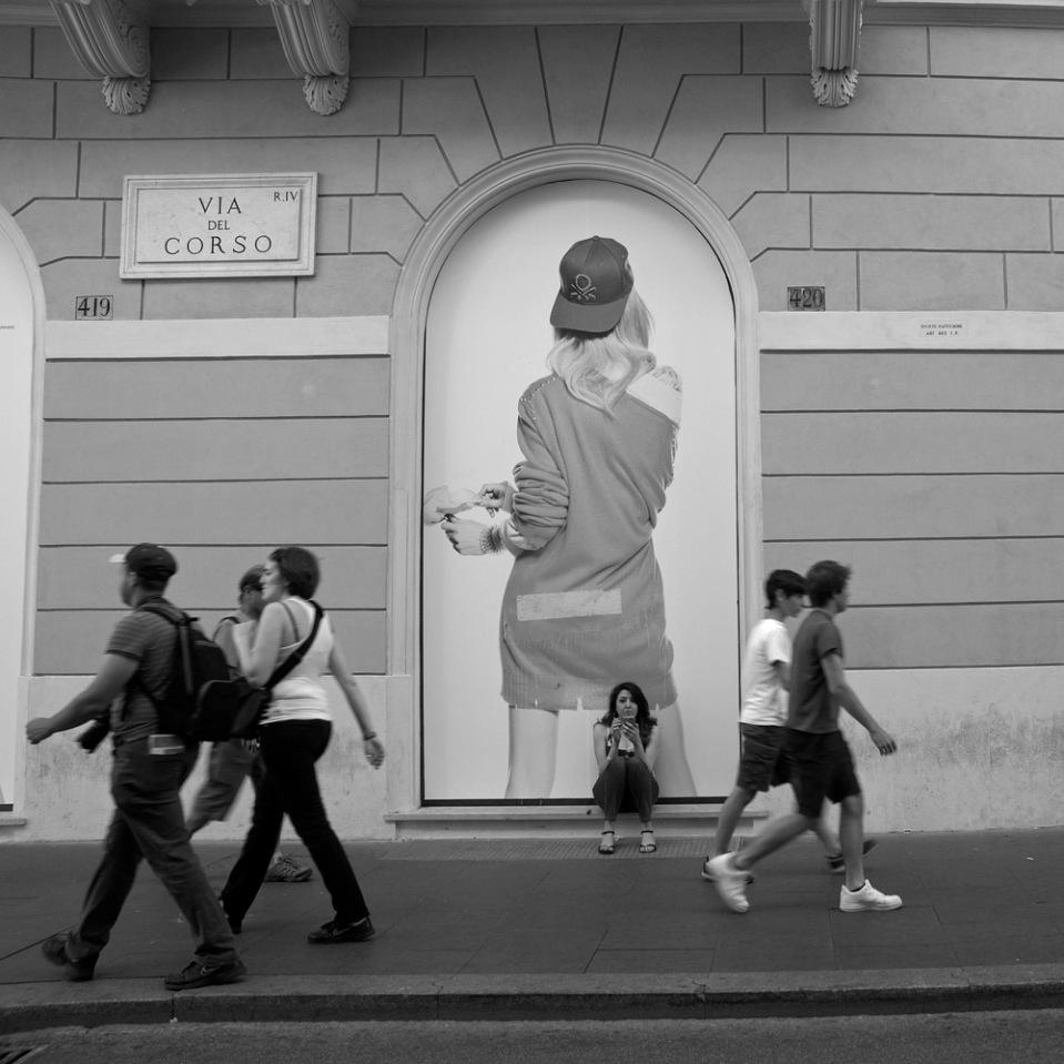 Cigarette and smartphone? A local, among tourists. Via del Corso.