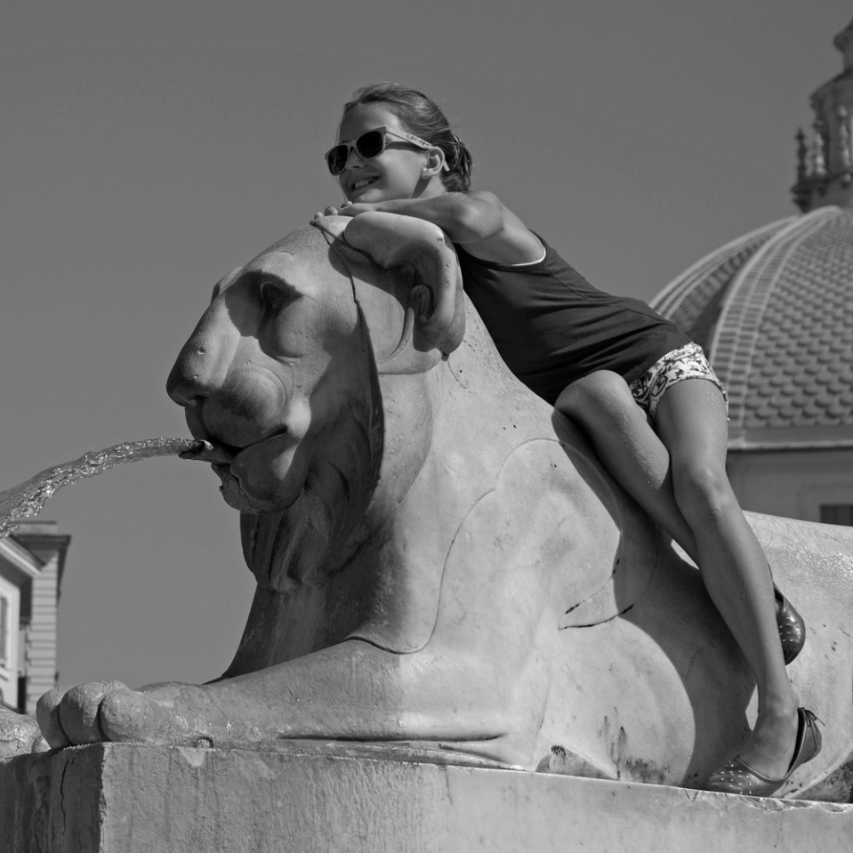 Different lion, similar job (with more beaming model). Piazza del Popolo.