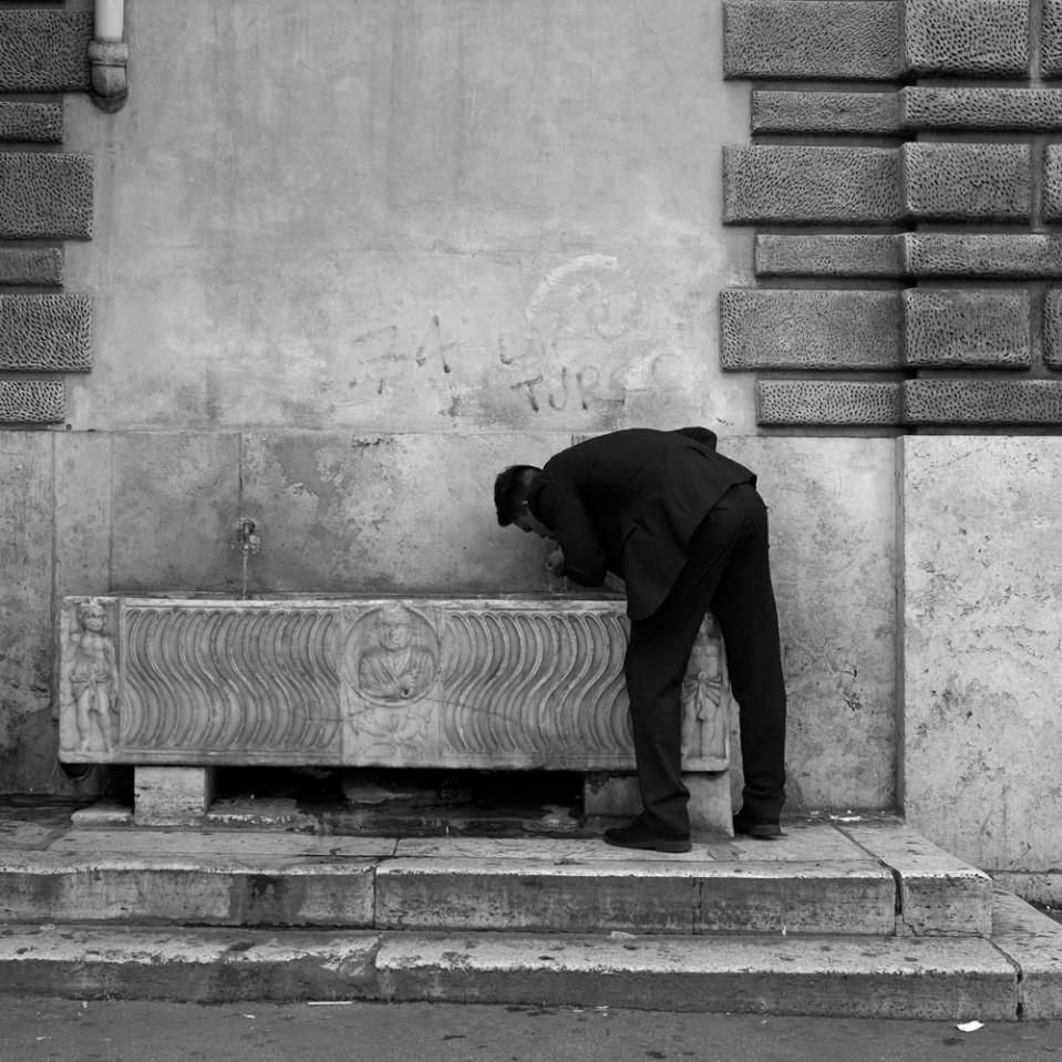 Sarcophagus drinking fountain. Piazza del Popolo.