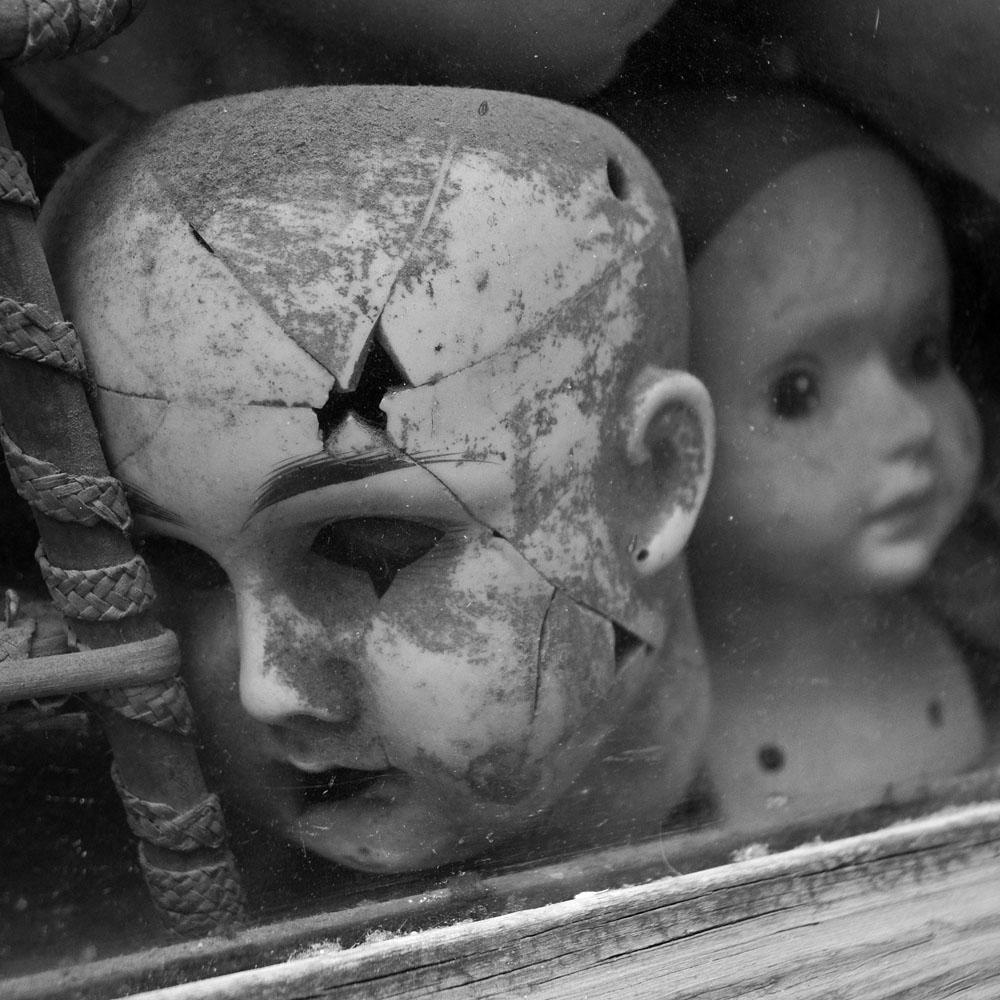 Horror: DEAD DOLL HORROR – Creepy Critters