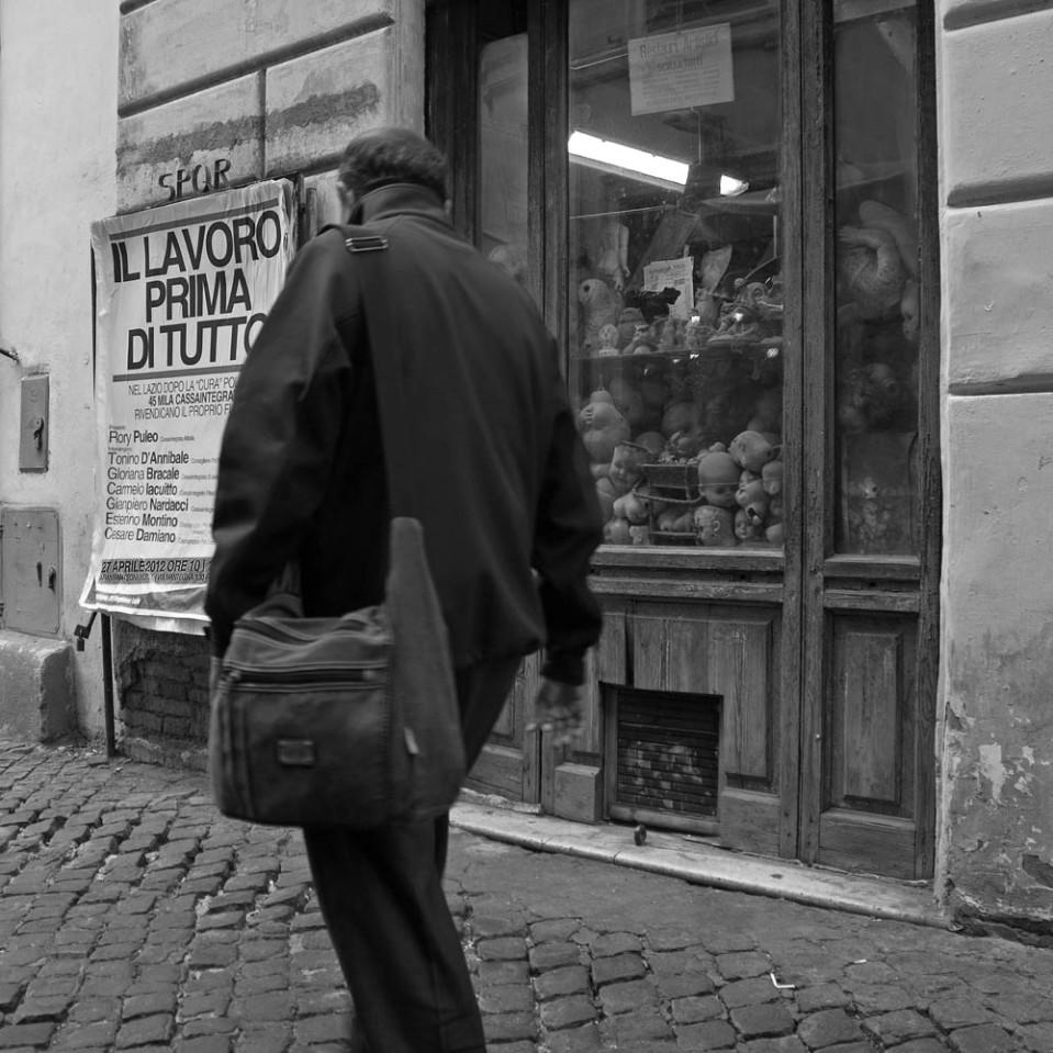"The ""doll hospital"" has a tiny little window on a narrow cobbled sidestreet, Via del Vantaggio."