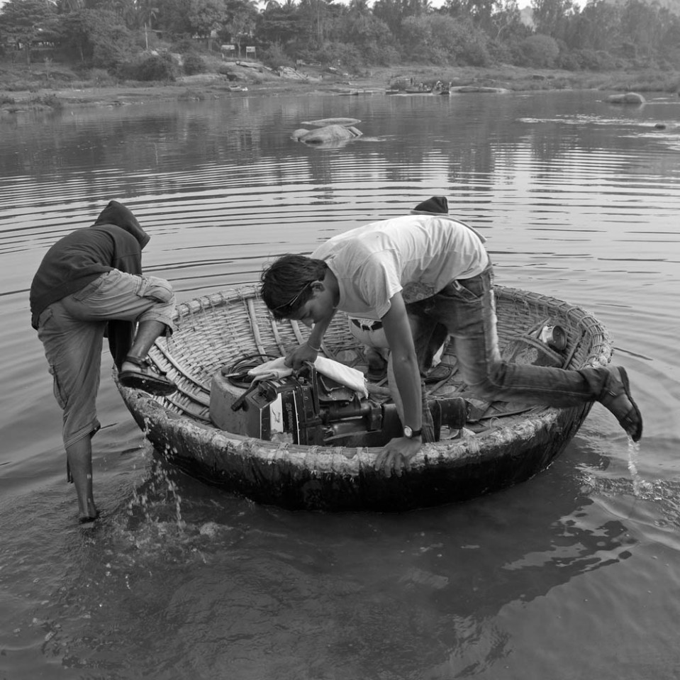 Should you wish to cross the river, one interesting way is to board a floating wicker basket.