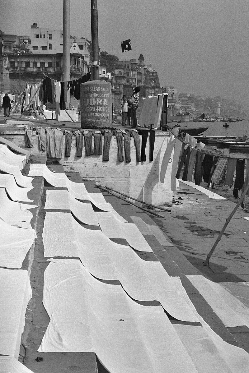 On the other hand, some bits are quite busy, as here, where laundry is laid out to sun-dry after being washed in the Ganges' bacterial broth.
