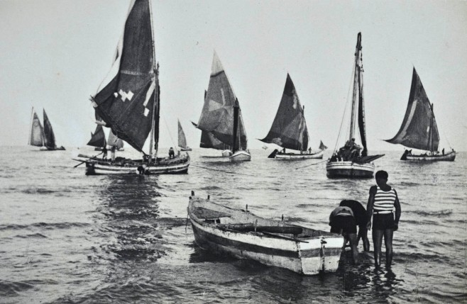 Contrary to today, the sails were brightly colored, an d often painted with decorations.