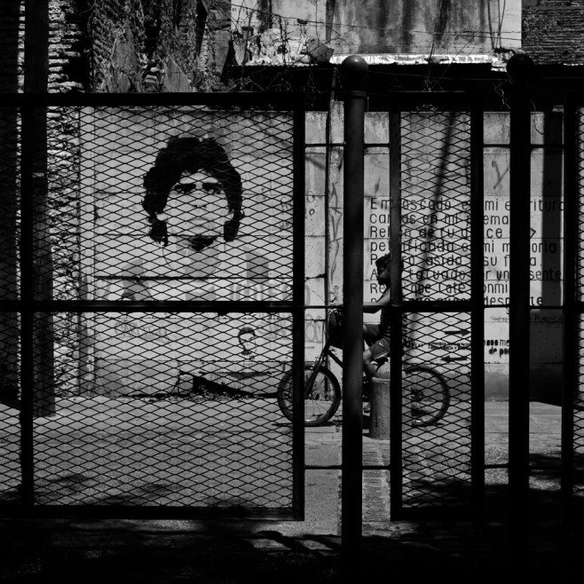_DSC9676_arg_ba_boca_maradona_mural_kid_bike_1000px